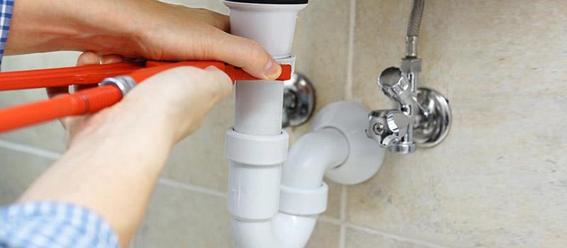 Comment déboucher une canalisation d'évier ?