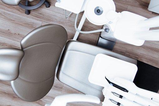 Croire à ces 9 mythes sur le blanchiment des dents vous empêche de grandir.